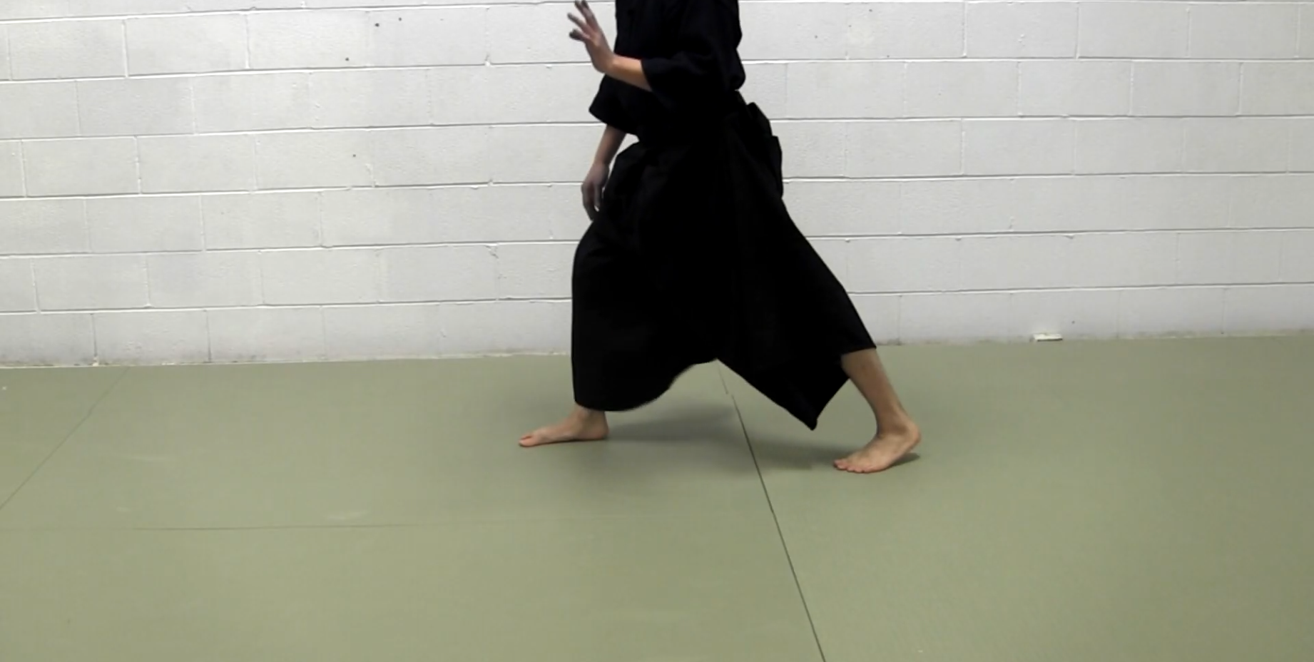 kendo footwork, suriashi