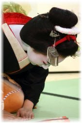 maiko bowing, maiko bows, Japanese culture